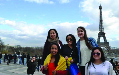 Alex Schwarz (11) with some of her closest exchange friends at the Eiffel Tower(1)