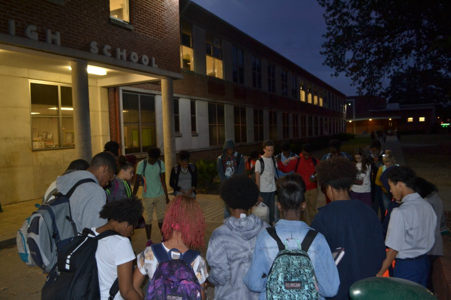 White+Station+students+gathered+in+front+of+the+school+to+pray+